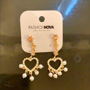 Fashion nova heart ❤️ dangly earrings